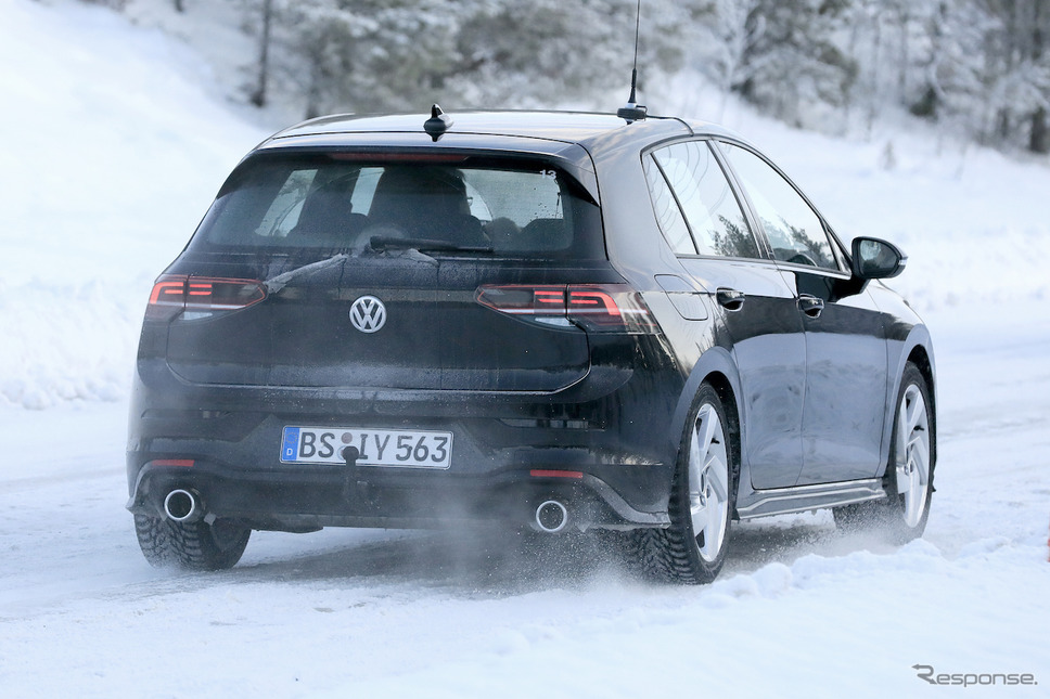 VW ゴルフGTI 開発車両 スクープ写真《APOLLO NEWS SERVICE》