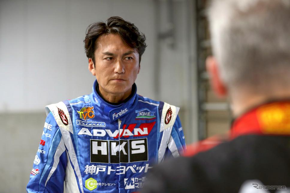 タイムアタックに参加したレーシングドライバーの谷口信輝《写真 ルノー・ジャポン》