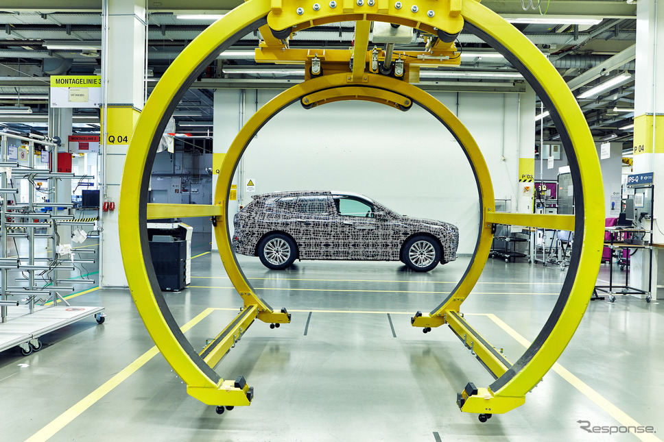 BMW iNEXT の開発プロトタイプ車《photo by BMW》