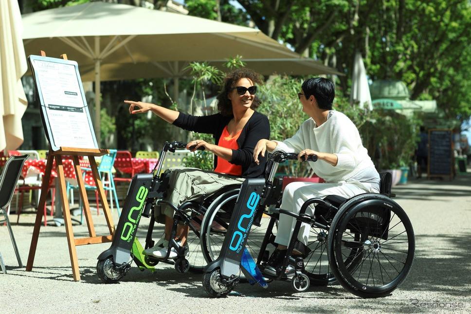 ルノーグループが出資したニノ・ロボティクスの歩行障害者向け電動モビリティ《photo by Renault》