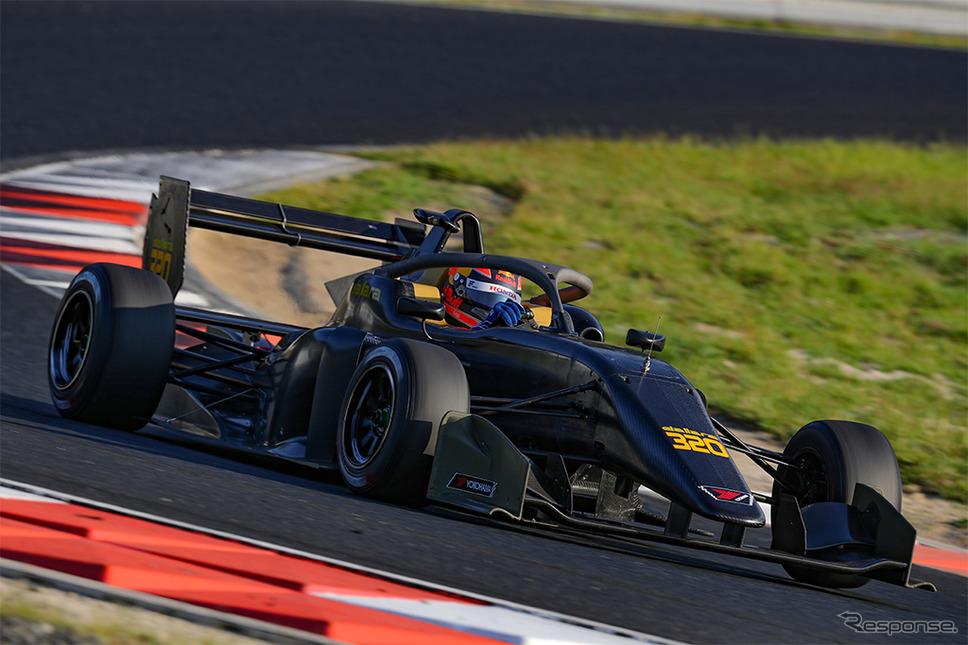 ADVANレーシングタイヤを装着したダラーラ320《画像:横浜ゴム》