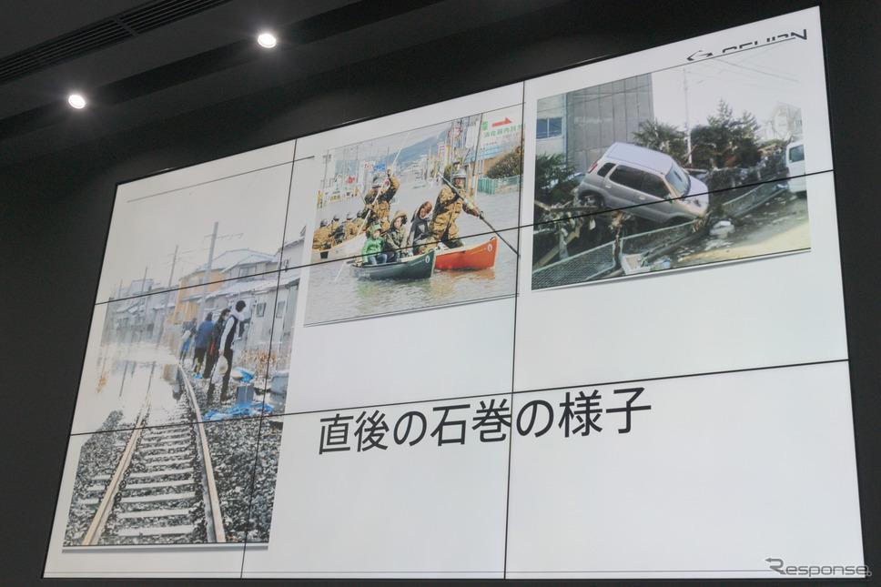 右上の被災した車は石森氏の実家近くで撮影されたものとのこと。《撮影 関口敬文》