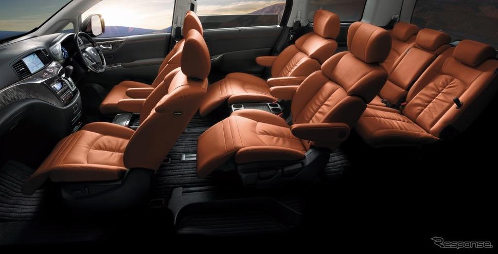 日産エルグランド・ハイウェイスター・ジェットブラックアーバンクロム《画像:日産自動車》