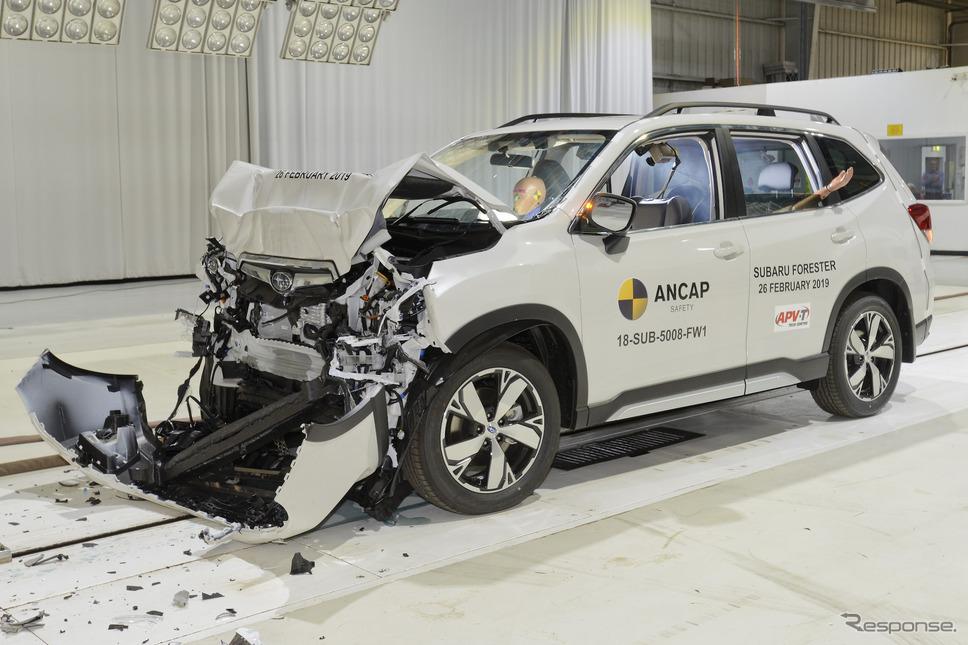 スバル・フォレスター 新型の前面全幅クラッシュテスト《photo by Euro NCAP》