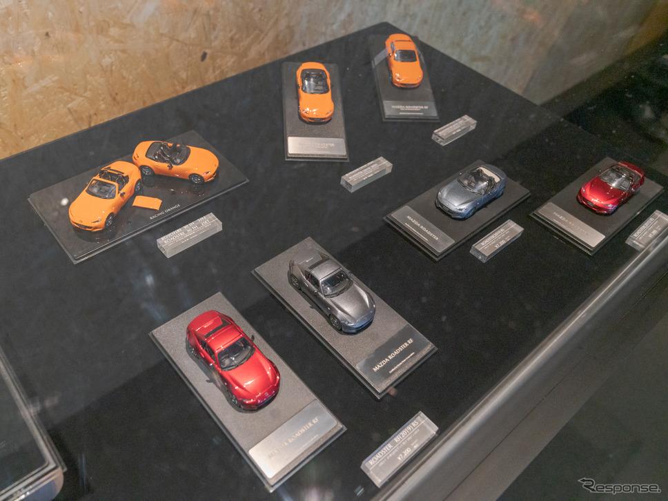 ロードスターの30周年限定車の2台セットも販売中。(東京オートサロン2020)《撮影 関口敬文》