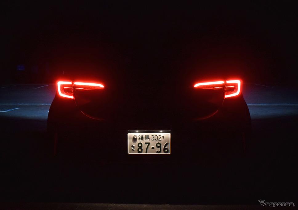 テールランプ点灯時。ボディのワイド感を強調する結構いいライトラインだ。《撮影 井元康一郎》