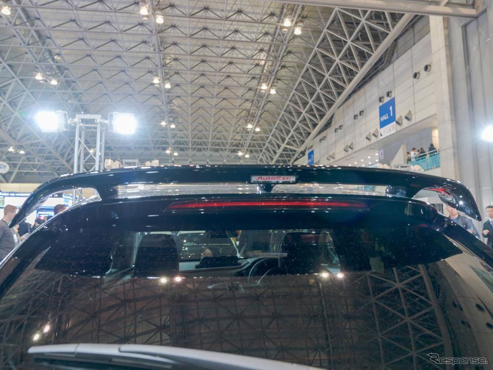 リアルーフスポイラーは未塗装設定のモデルも用意される予定。(東京オートサロン2020)《撮影 関口敬文》