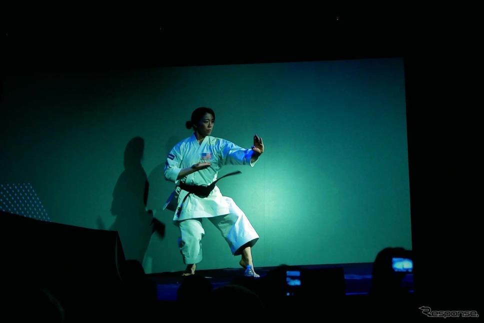 空手選手である國米 櫻氏による空手の「型」から始まったパナソニックのプレスカンファレンス