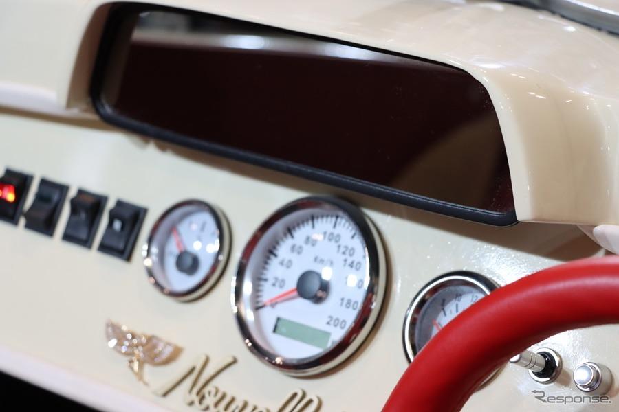 ダッシュボードに埋め込まれたミラーはモニター内蔵タイプ。後方視界は悪くないそうだ。(東京オートサロン2020)《撮影:中込健太郎》