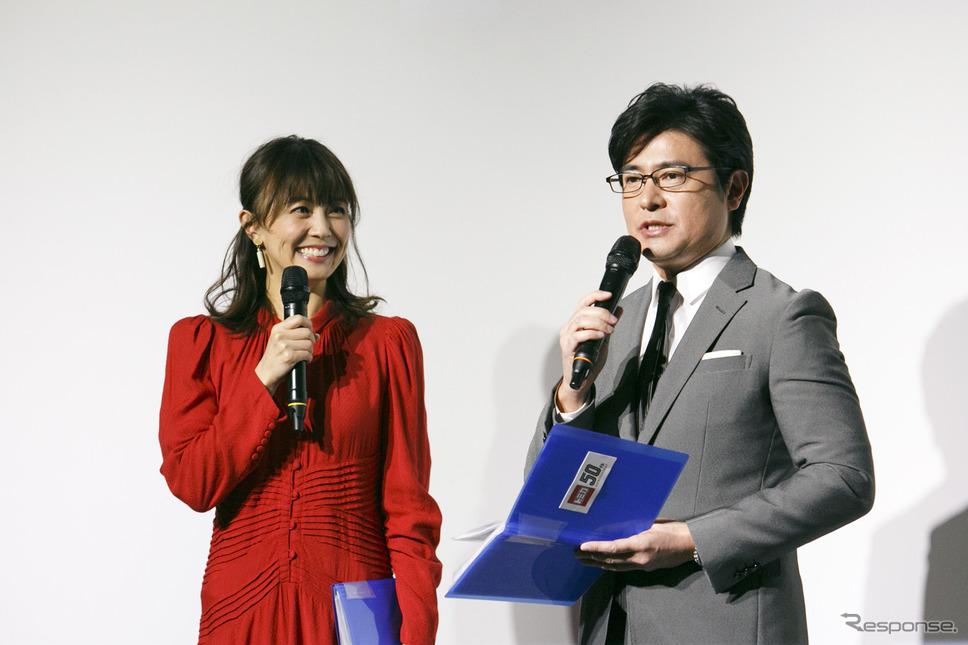 フリーアナウンサー安東弘樹氏(右)、小林麻耶氏(左)《撮影 佐藤隆博》