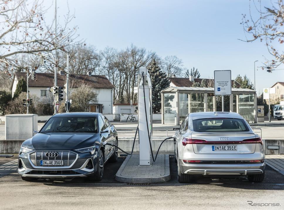 充電中のアウディ e-tron スポーツバック《photo by Audi》