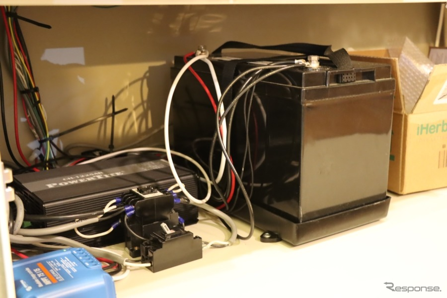 リチウムイオンバッテリーを搭載。充電したものを持ち込めばある程度長い時間滞在することも可能。【撮影:中込健太郎】