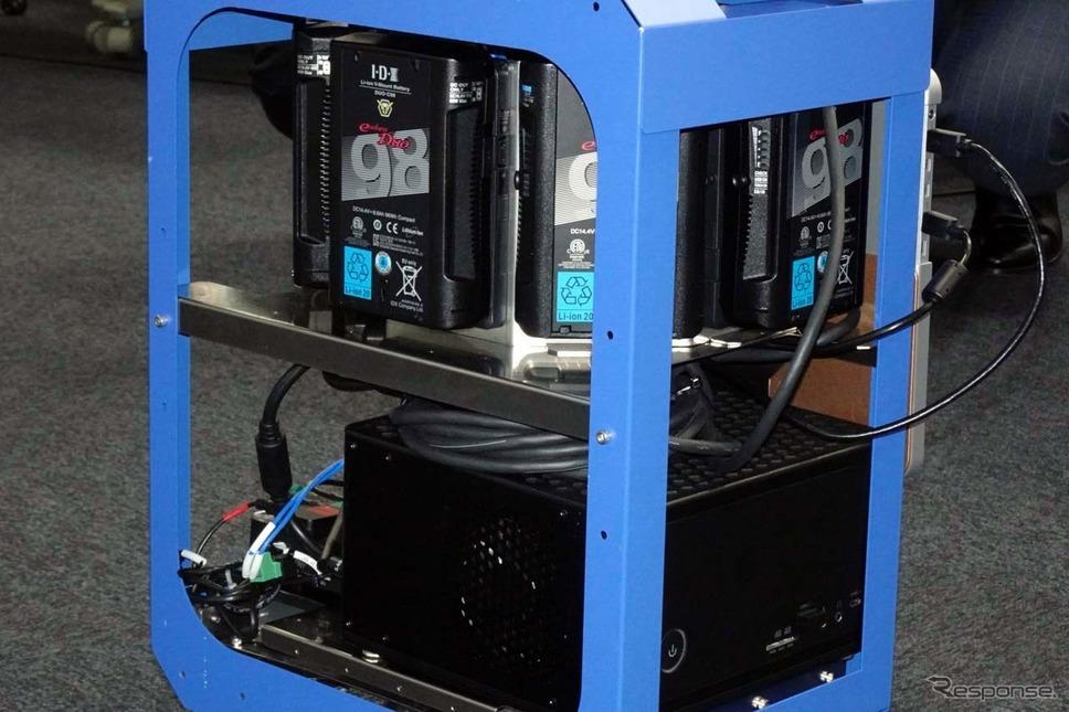 現状ではバッテリーや電源回路などでスーツケース内が埋まっているが、今後はこれらの小型化により荷物を入れられるようにしたいという