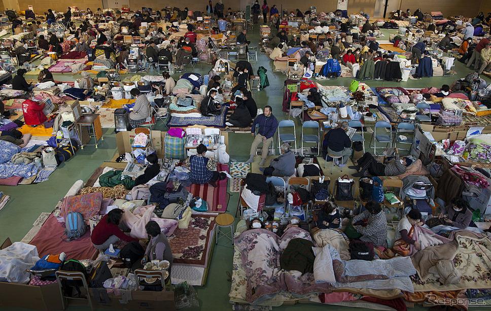 東日本大震災後、陸前高田市の避難所(2011年3月19日)《photo (c) Getty Images》