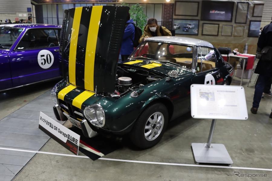 カフェレーサー風に仕立てられたトヨタスポーツ800。《撮影:中込健太郎》