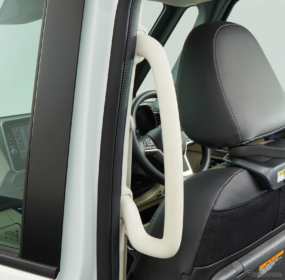 日産ルークス 送迎タイプ 大型乗降用グリップ《画像:日産自動車》