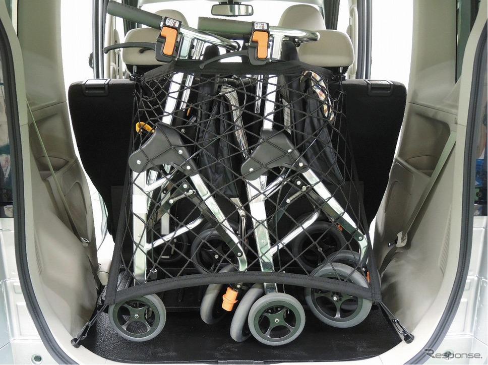 日産ルークス 送迎タイプ 車いす・歩行器固定用ゴムネット《画像:日産自動車》