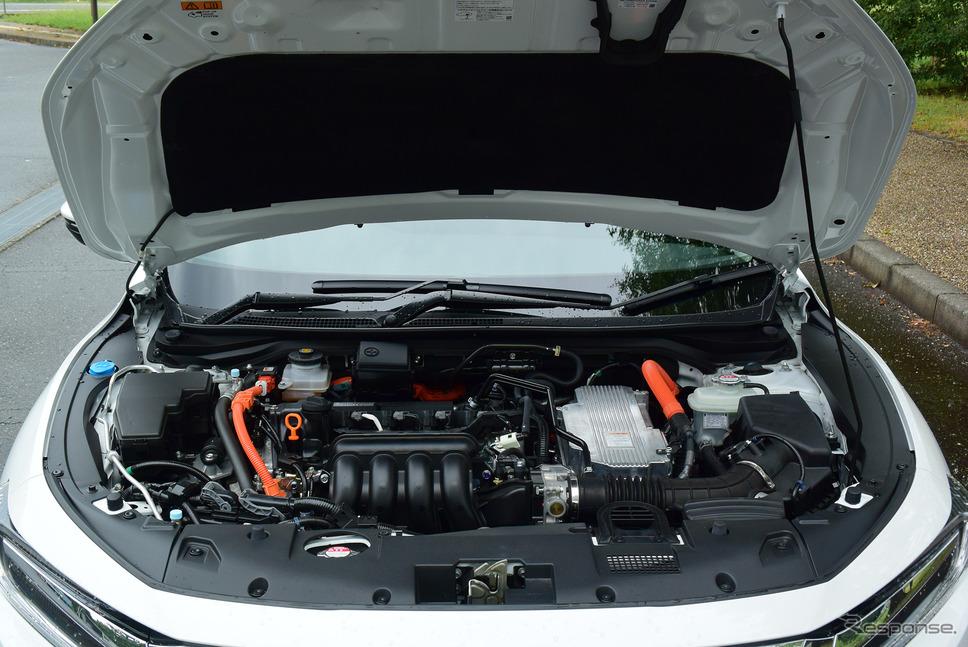 エンジンルーム。1.5リットルエンジン+2モーターのハイブリッドシステムのパフォーマンスは抜群で、燃費と動力性能を見事に両立していた。《撮影 井元康一郎》