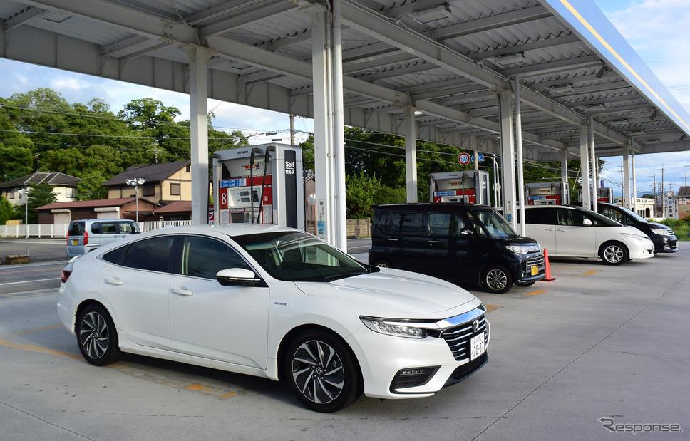 燃費は十分以上に満足できる数値。燃料タンク40リットルに対し、ロングランでは飛ばしすぎなければ25km/リットル超の燃費を簡単に出せるため、ワンタンク1000kmはゆうゆう達成できる・・・はずなのだが、燃料残量警告灯が点くタイミングが異様に早く、1000kmトライはやらなかった。《撮影 井元康一郎》