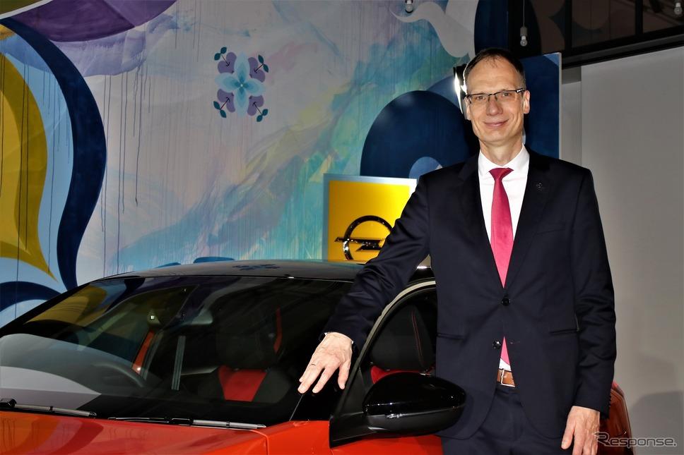 オペルオートモビル gmbh CEO およびグループ PSA 執行役員のミヒャエル・ローシュラー氏《撮影  内田俊一》