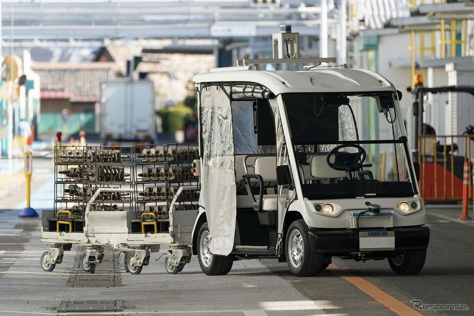無人で工場搬送をする自動搬送車両《画像:ヤマハ発動機》