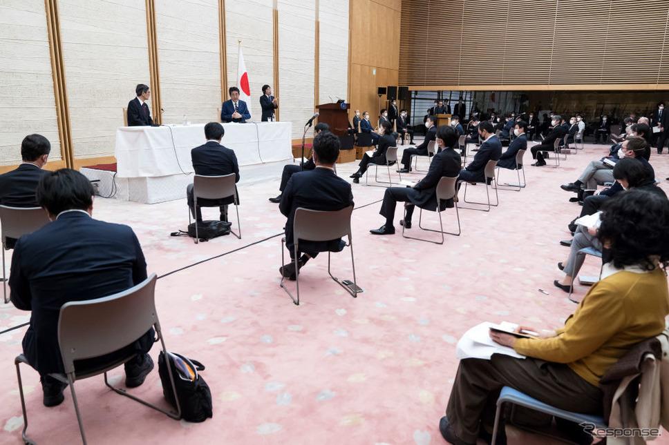 緊急事態宣言後、記者会見に臨む安倍首相(4月7日)《photo (c) Getty Images》