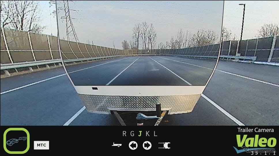 後方の牽引車両が透過して見えるヴァレオXtraVueトレーラー《photo by Valeo》