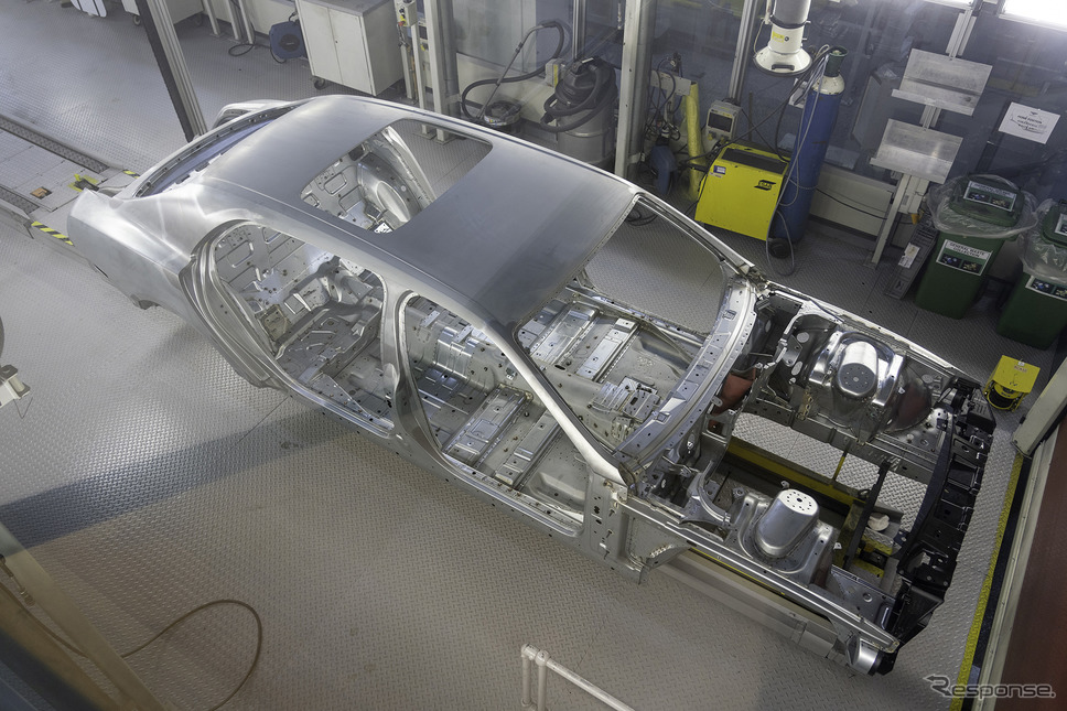 ベントレー フライングスパーの生産ライン《Photo by Bentley Motors》