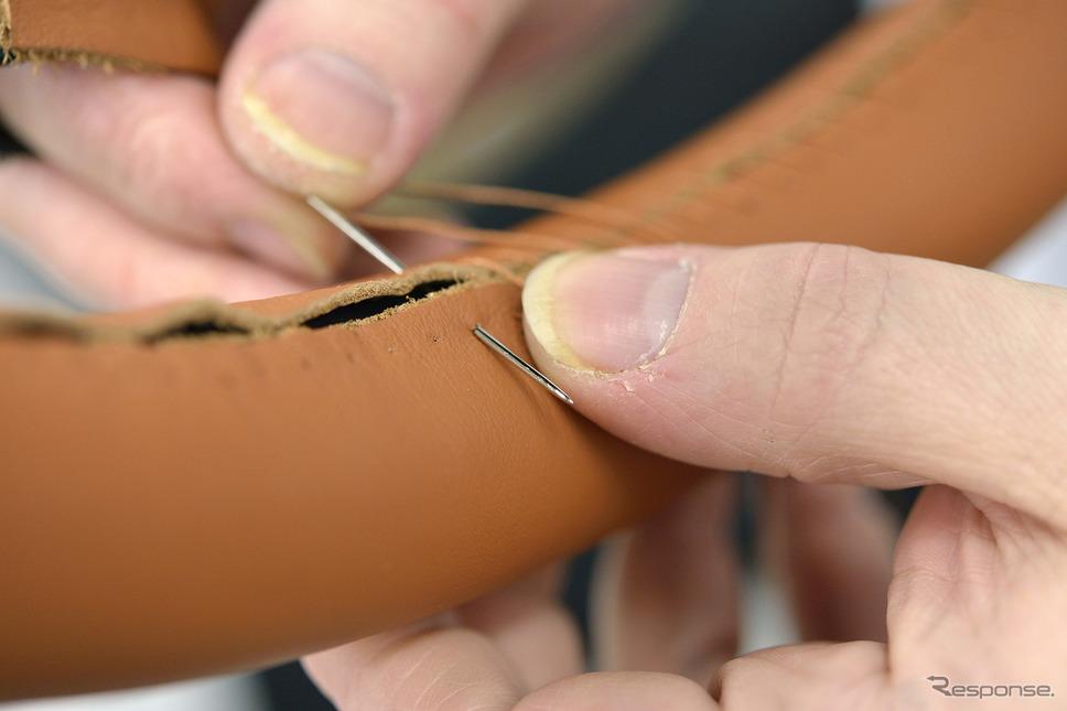 ベントレーのインテリアを生産するトリムショップ《Photo by Bentley Motors》