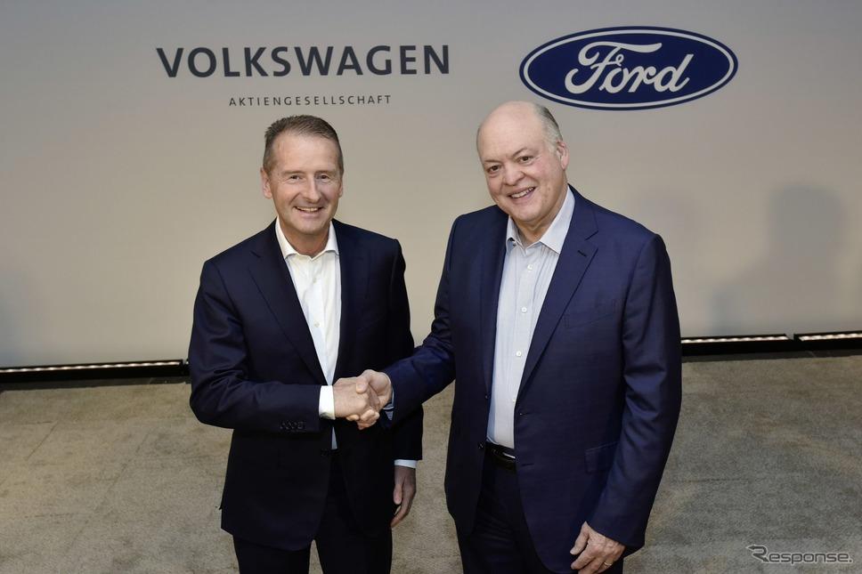 提携拡大を発表するVWグループとフォードモーターの両首脳(2019年7月)《photo by VW》
