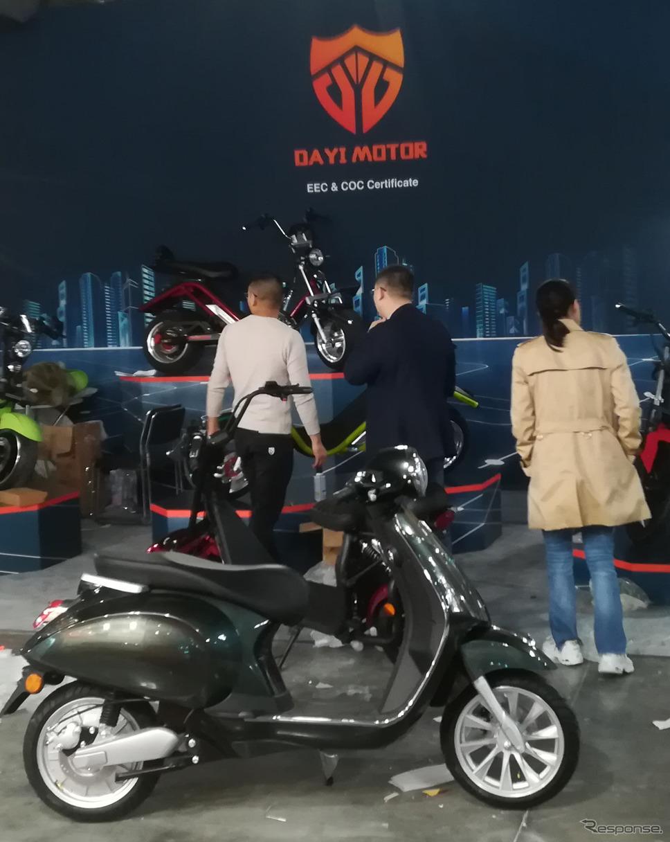中国企業によって展示されたスクーター《写真提供 ピアッジオグループジャパン》