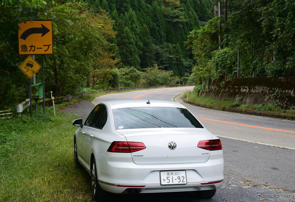 鳥取の山中にて。パサートTDIは走りの安定性はDセグメントの中でも屈指の高さであったが、速さにリソースが振られすぎな感もあった。《撮影 井元康一郎》