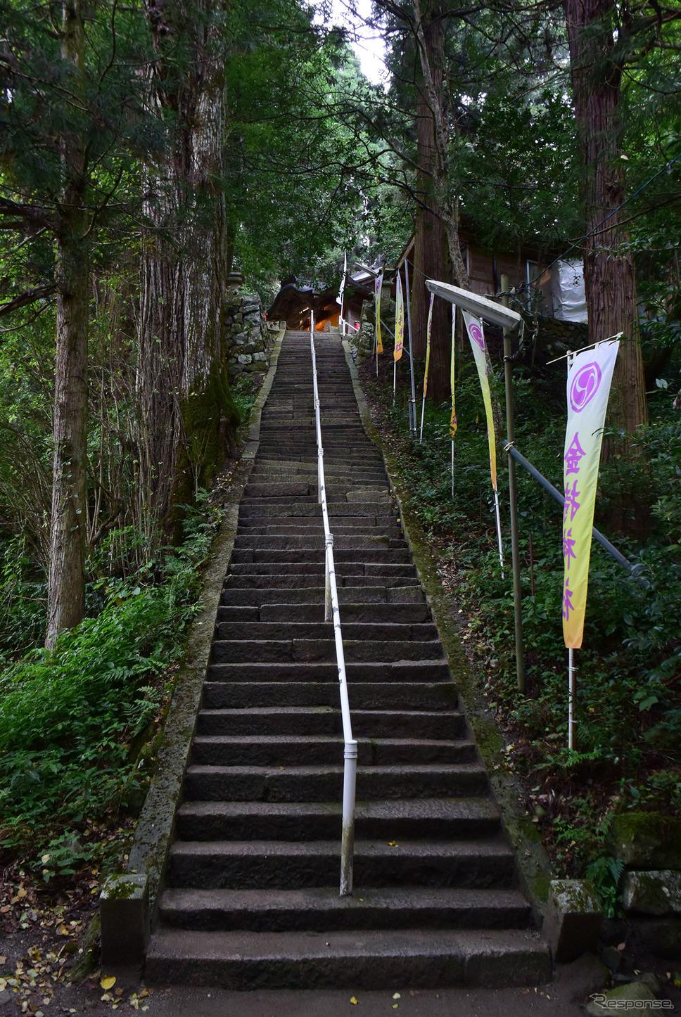 金持神社の階段。《撮影 井元康一郎》