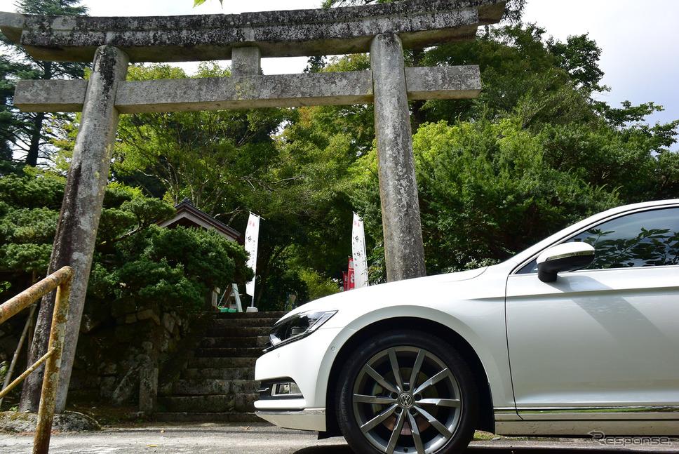 金持神社からしばらく走ったところにある樂樂福(ささふく)神社にて。鳥取、島根の中国山地核心部は秘境的神社の宝庫。《撮影 井元康一郎》