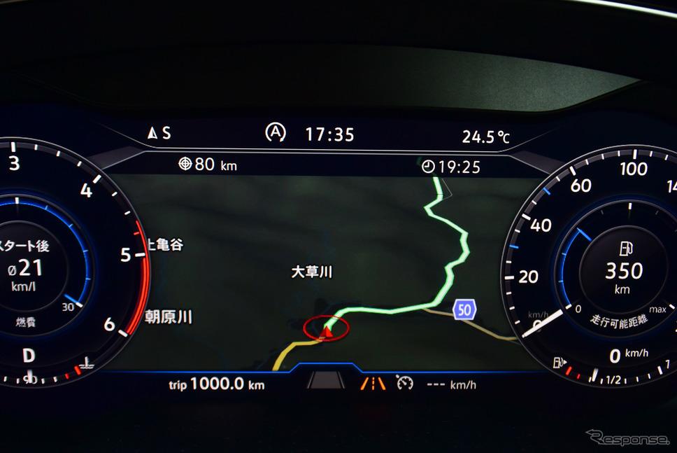 VW パサートTDIの液晶インパネ。メーター間のカーナビ画面はステアリングから手を放すことなく自在に縮尺を変えることができ、とても便利だった。《撮影 井元康一郎》