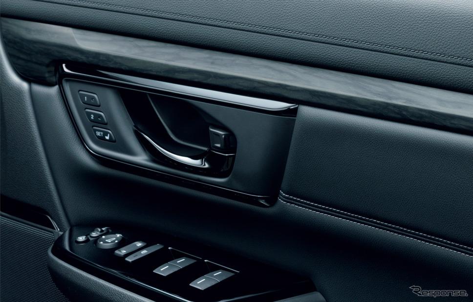 ホンダ CR-V ブラックエディション インナードアハンドルなどをピアノブラック調塗装に変更《画像:本田技研工業》