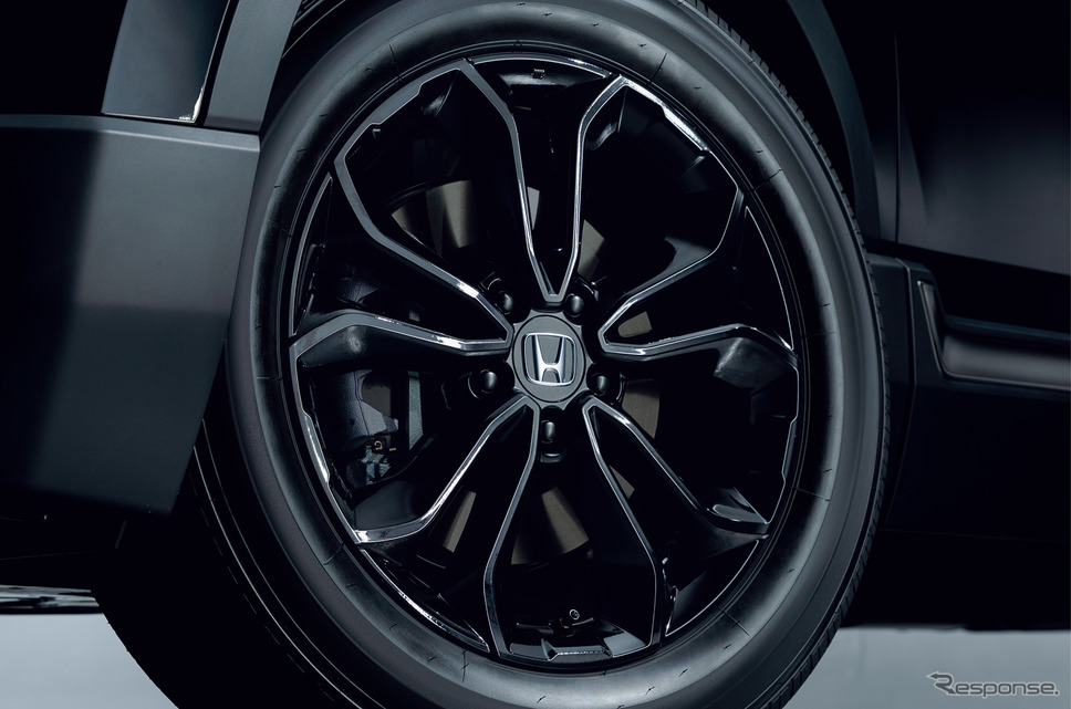 ホンダ CR-V ブラックエディション 専用18インチアルミ《画像:本田技研工業》