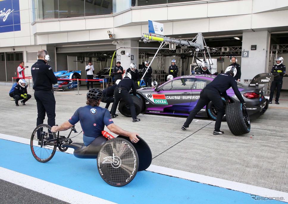 昨年11月、富士スピードウェイで開催された「SUPER GT×DTM特別交流戦」に参戦したときのアレックス・ザナルディ(左手前)。《写真提供 BMW》