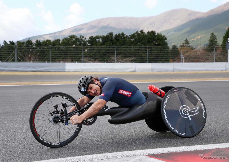 昨年11月、富士スピードウェイで開催された「SUPER GT×DTM特別交流戦」に参戦したときのアレックス・ザナルディ。《写真提供 BMW》