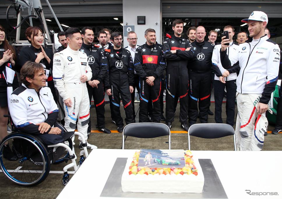 昨年11月、富士スピードウェイで開催された「SUPER GT×DTM特別交流戦」に参戦したときのアレックス・ザナルディ(左端手前)。《写真提供 BMW》