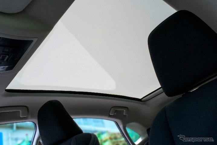 不透明な状態の調光ガラス《写真提供 AGC》