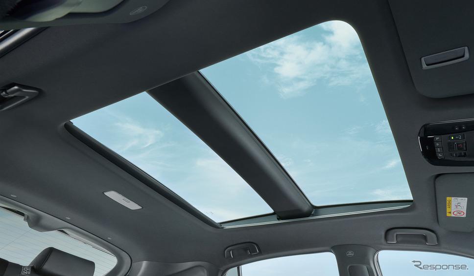 トヨタ・ハリアー新型、電動シェード付調光パノラマルーフ《写真提供 トヨタ自動車》