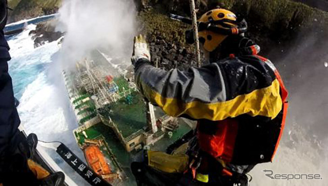 機動救難士出典:海上保安庁ホームページ (https://www.kaiho.mlit.go.jp/recruitment/occupation/rescue.html)