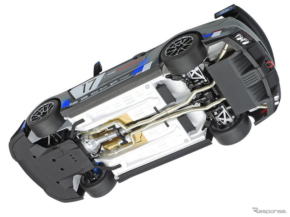 排気管やサスペンション、ディフューザーなど車体下面も立体感ある仕上がり《画像:タミヤ》