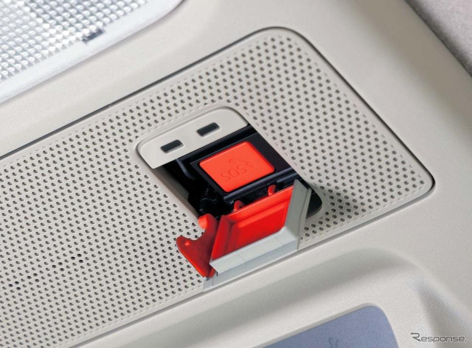 日産ルークス新型。「SOSコール」でセンターへ通報するには、蓋を開くと現れるボタンを押すだけ