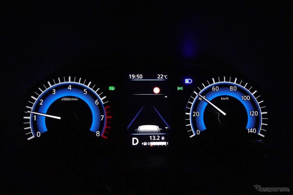 日産ルークス新型。「アダプティブLEDヘッドライトシステム(AHS)」動作時はハイビームの状態で表示される