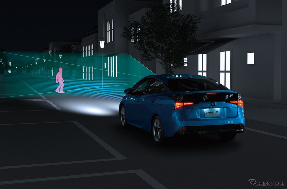プリクラッシュセーフティ作動イメージ(歩行者「夜」)《写真提供 トヨタ自動車》