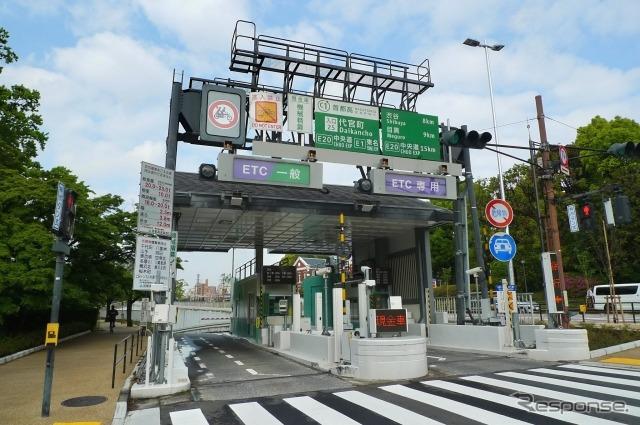 全ETC化が検討される高速道路の料金所(写真は首都高速)。《写真AC》