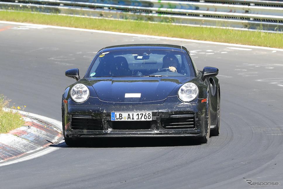 「ダックテール」を備えたポルシェ 911 開発車両(スクープ写真)《APOLLO NEWS SERVICE》