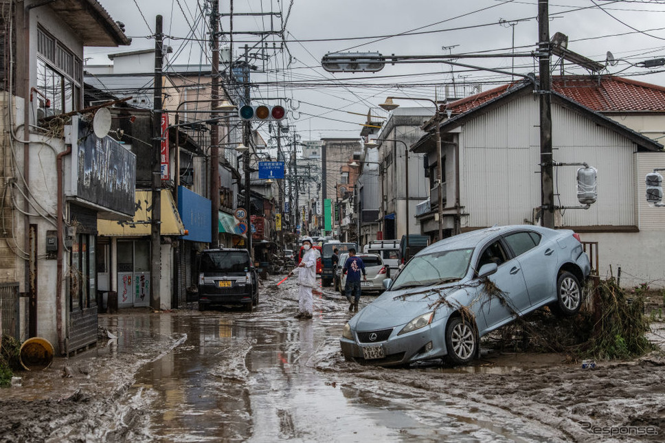 熊本豪雨(7月5日、熊本県人吉市)《Photo by Carl Court/Getty Images News/ゲッティイメージズ》